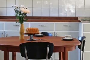 koksbord med fika retrokok